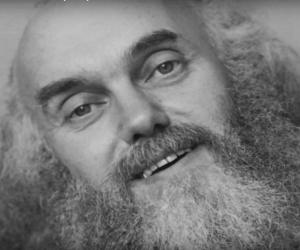 Ram Dass black and white pic